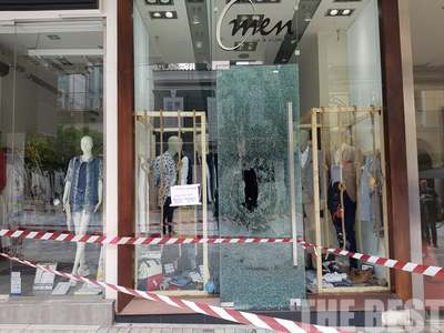 Νεαροί έσπασαν τις βιτρίνες πολλών καταστημάτων στο κέντρο της Πάτρας - 11 προσαγωγές - ΦΩΤΟ