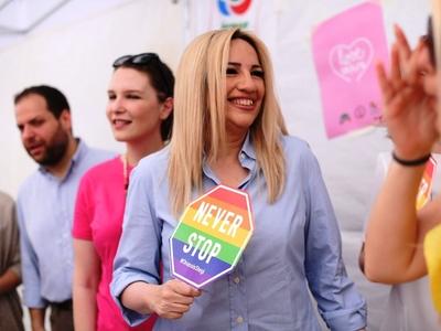 Τι γύρευε η Φώφη Γεννηματά στο Pride;