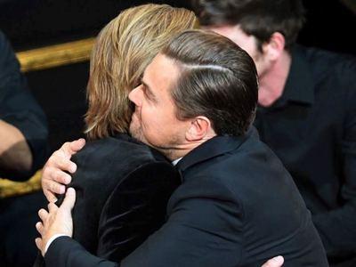 Η αγκαλιά του Μπραντ Πιτ και του Λεονάρντο Ντι Κάπριο... ήταν για βραβείο