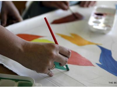 Χρωματίζουν τη Μαιευτική και Γυναικολογική Κλινική του Αγίου Ανδρέα και στέλνουν μηνύματα – ΦΩΤΟ