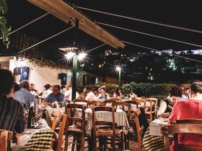 Νέες γευστικές προτάσεις από το Σινιάλο - Μεσημέρι και βράδυ στην πιο όμορφη ταράτσα της πόλης!