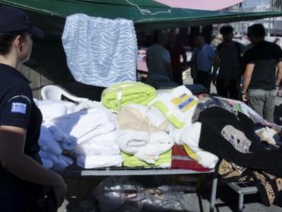 Παρεμπόριο με 5.000 ρούχα - Χειροπέδες σε δυο αλλοδαπούς στην Πάτρα