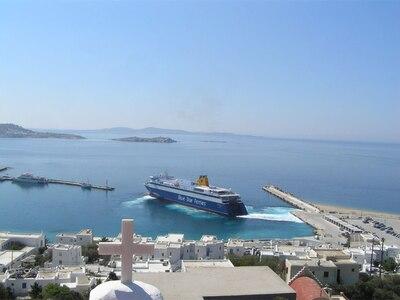 """Τα ξένα ΜΜΕ εστιάζουν στο """"απέραντο γαλάζιο"""" της Ελλάδας"""