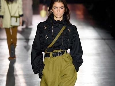 Super trendy summer pants: Baggy, cargo και πεισματικά ψηλόμεσα