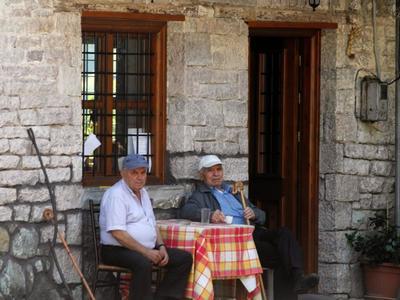 Ο απίστευτος τιμοκατάλογος καφενείου από την Πτολεμαΐδα που κάνει... θραύση στο facebook - ΔΕΙΤΕ ΦΩΤΟ
