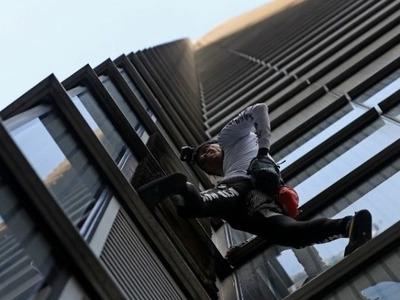 """Στο Σίτι του Λονδίνου σκαρφάλωσε ο Γάλλος """"Σπάιντερμαν"""" Αλέν Ρομπέρ"""
