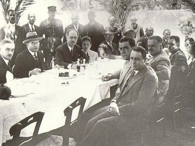 Ο Γεώργιος Παπανδρέου με τον γιό του Ανδρέα στα Ψηλαλώνια - Το άγνωστο περιστατικό όταν επισκέφθηκε το εστιατόριο Κούκου
