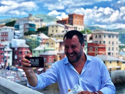 Σάλος στην Ιταλία! Ο γιος του Σαλβίνι κόβει βόλτες με τζετ σκι της Αστυνομίας