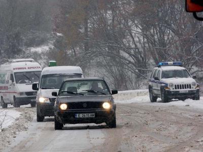 Αχαΐα: Κρύο και χιόνια στα ορεινά - Με δυσκολία η κυκλοφορία των οχημάτων