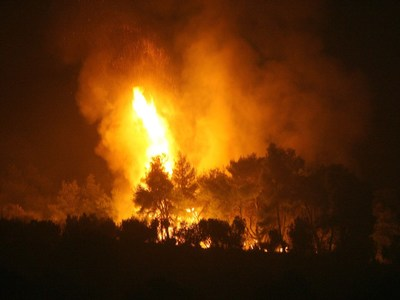Τρία τα πύρινα μέτωπα στην Αχαΐα σε Άρλα, Νιφορέικα και Μποζαΐτικα