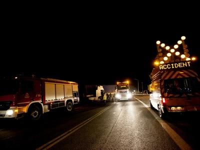 Μετωπική ΙΧ με λεωφορείο – Δύο σοβαρά τραυματίες