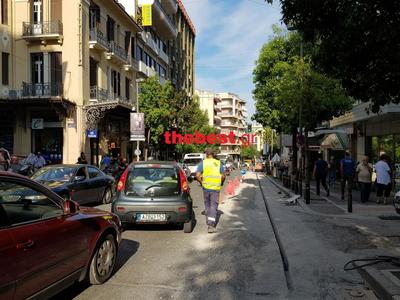 Πάτρα: Μποτιλιάρισμα και νεύρα λόγω έργων και διπλοσταθμευμένων στη Γούναρη - Κόλλησε λεωφορείο του ΚΤΕΛ - ΒΙΝΤΕΟ