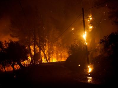 Φωτιά-Ηλεία: Σε «πύρινο» κλοιό το Κολίρι...