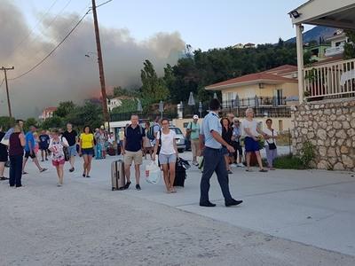 Υπό μερικό έλεγχο η φωτιά στην Κεφαλονιά! Πέρασε ανάμεσα από σπίτια