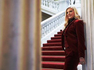 Η Μαρίνα Πατούλη ποζάρει στο Προεδρικό Μ...