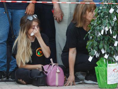 Σε κλίμα συγκίνησης το τρισάγιο για τα 102 θύματα της τραγωδίας στο Μάτι - ΦΩΤΟ