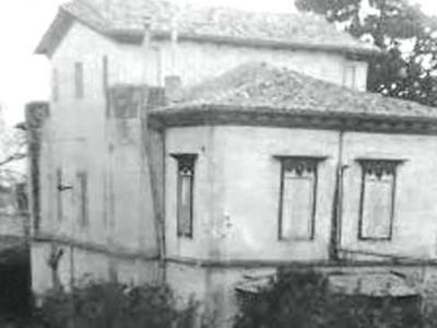 Mια σπάνια φωτογραφία της κατοικίας της οικογένειας Βουδ πριν γκρεμιστεί