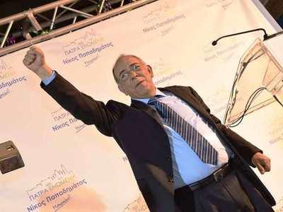 Ο Νίκος Παπαδημάτος αναλαμβάνει πρόεδρος...
