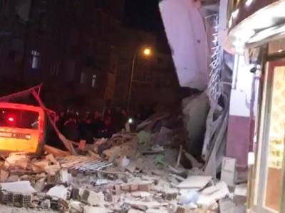 Τουρκία: 900 μετασεισμοί, κατεδαφίζουν τ...