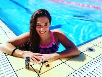 Η πανέμορφη Ειρήνη Δεληγιάννη μας... μαθαίνει Finswimming