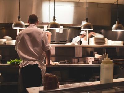 Επιστροφή στην κουζίνα για τους σεφ! Τι λένε Κοντιζάς, Σαμοΐλης, Χιλιαδάκη