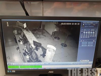 Καρέ καρέ η εισβολή διαρρηκτών με ΙΧ σε πρακτορείο του ΟΠΑΠ στην Πάτρα-ΒΙΝΤΕΟ