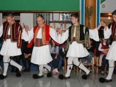 Τμήματα παραδοσιακών χορών στην ενορία τ...