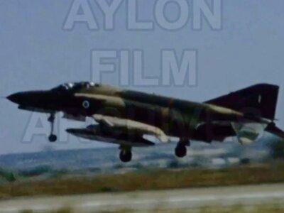 Σπάνιο video: Πτήση με Phantom F4 στην Α...