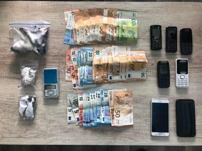 Αχαϊα: Χειροπέδες σε εμπόρους ναρκωτικών - Είχαν διακινήσει πάνω από 30 κιλά κάνναβης τους τελευταίους δέκα μήνες