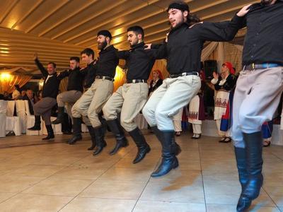 ΔΕΙΤΕ ΦΩΤΟ από τον αποκριάτικο χορό του Συλλόγου Κρητών Πάτρας