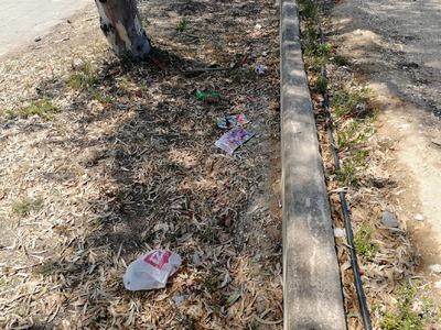 Σκουπιδότοπος το πάρκο και η παιδική χαρά στην Παραλία Πατρών -ΦΩΤΟ