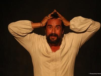 Πεντάλεπτο θερμό χειροκρότημα για τον Τάσο Νούσια ως Ριχάρδο τον Β' στο Αρχαίο Ωδείο