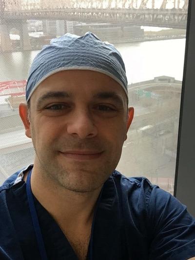 Η ζωή ενός πατρινού χειρουργού στη Βρετανία- Η εμπειρία με το εμβόλιο για τον κορωνοϊό