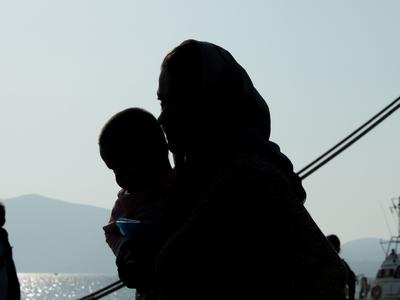 Χτύπησε με το κοντάρι σημαίας τον διερμηνέα μεταναστών στην Ηλεία