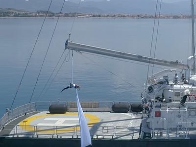 Ο εναέριος χορός της Κατερίνας Σολδάτου στο πλοίο της Greenpeace