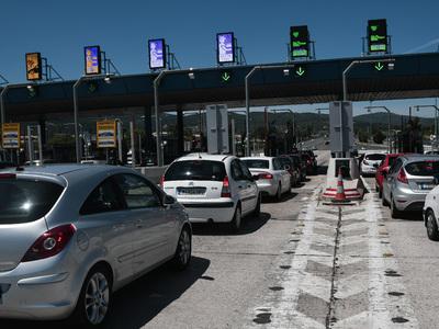 Μεγάλη η έξοδος του Αγ. Πνεύματος- Τουλάχιστον 30.000 οχήματα από Αθήνα προς Πάτρα