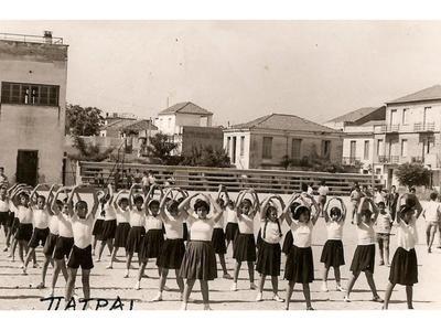 Γκρεμίστηκαν οι κερκίδες στο προαύλιο του ιστορικού Γ' Γυμνασίου (ΦΩΤΟ)