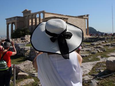 """Η Ελλάδα χάνει τους """"καλούς"""" τουρίστες"""