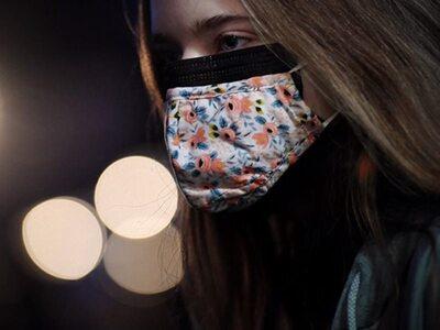 Διπλή μάσκα: Ως 80% η προστασία - Ο σωστ...