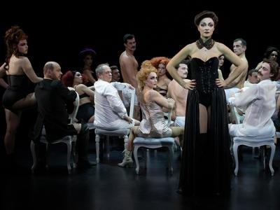 Θα «υποκύψετε» στη θεατρική Αθήνα; Τρεις...