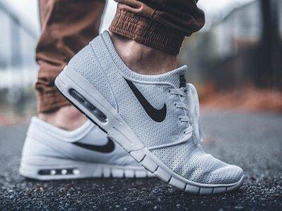 Nike: Απαγορεύει σε 91 ελληνικές επιχειρ...
