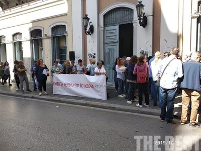 Διαμαρτυρία από το ΚΕΘΕΑ Οξυγόνο στο Δημαρχείο της Πάτρας