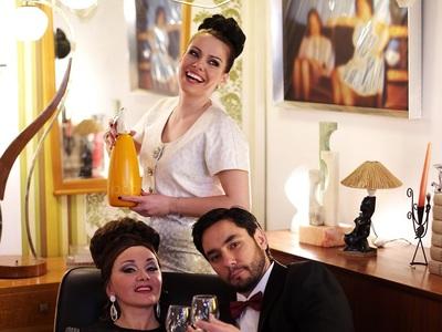 Με τη «δική μας» Βασιλική Καραγιάννη η «Νυχτερίδα» σε sixties style για τα 80 χρόνια της Λυρικής