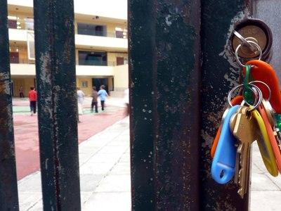 Πάτρα: Τρεις νεαροί, ανάμεσά τους ένας ανήλικος, προσπάθησαν να κλέψουν αλεξικέραυνο από σχολείο
