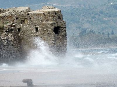 """Οι χοντρές αλυσίδες που """"έδεναν"""" τα Κάστρα Ρίου-Αντιρρίου για να  μην περνούν πολεμικά πλοία στον Κορινθιακό!"""