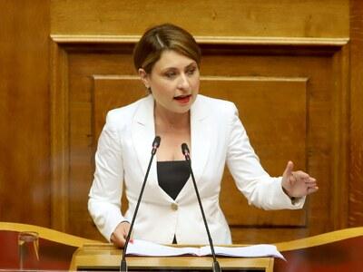 Χριστίνα Αλεξοπούλου: Οι νέοι Έλληνες απ...