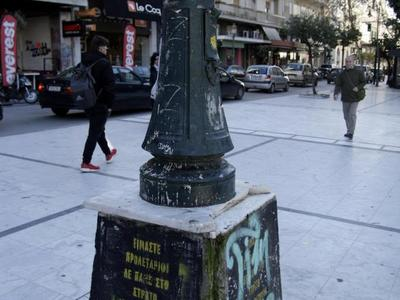 Τα έργα τέχνης στο κέντρο της Πάτρας που δεν είχαν λαμπρό μέλλον - Οι περίτεχνοι φανοστάτες που έδωσαν φως στην πόλη καταρρέουν...