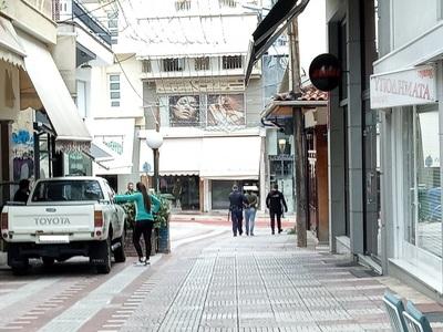 Σοκ στο Αγρίνιο: Άνδρας επιτέθηκε με μαχ...