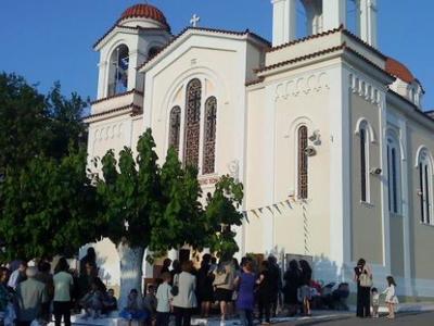 Πανηγυρίζει ο ναός της Αγίας Τριάδας