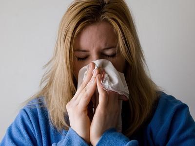 Κρυολόγημα, γρίπη ή κορωνοϊός; Πώς να τα...
